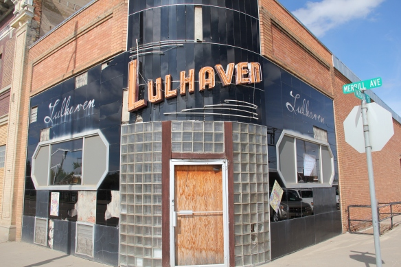 Closed for sometime now, the Lulhaven Bar is a classic example of Art Deco, with its black carrera glass and glass block entrance