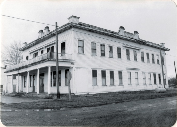 Adams Hotel, Lavina, Golden Valley Co (26-26)