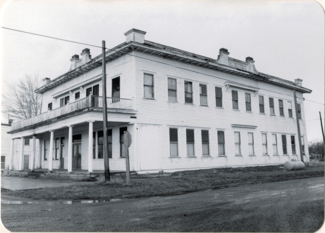 Adams Hotel, Lavina, Golden Valley Co (26-26)