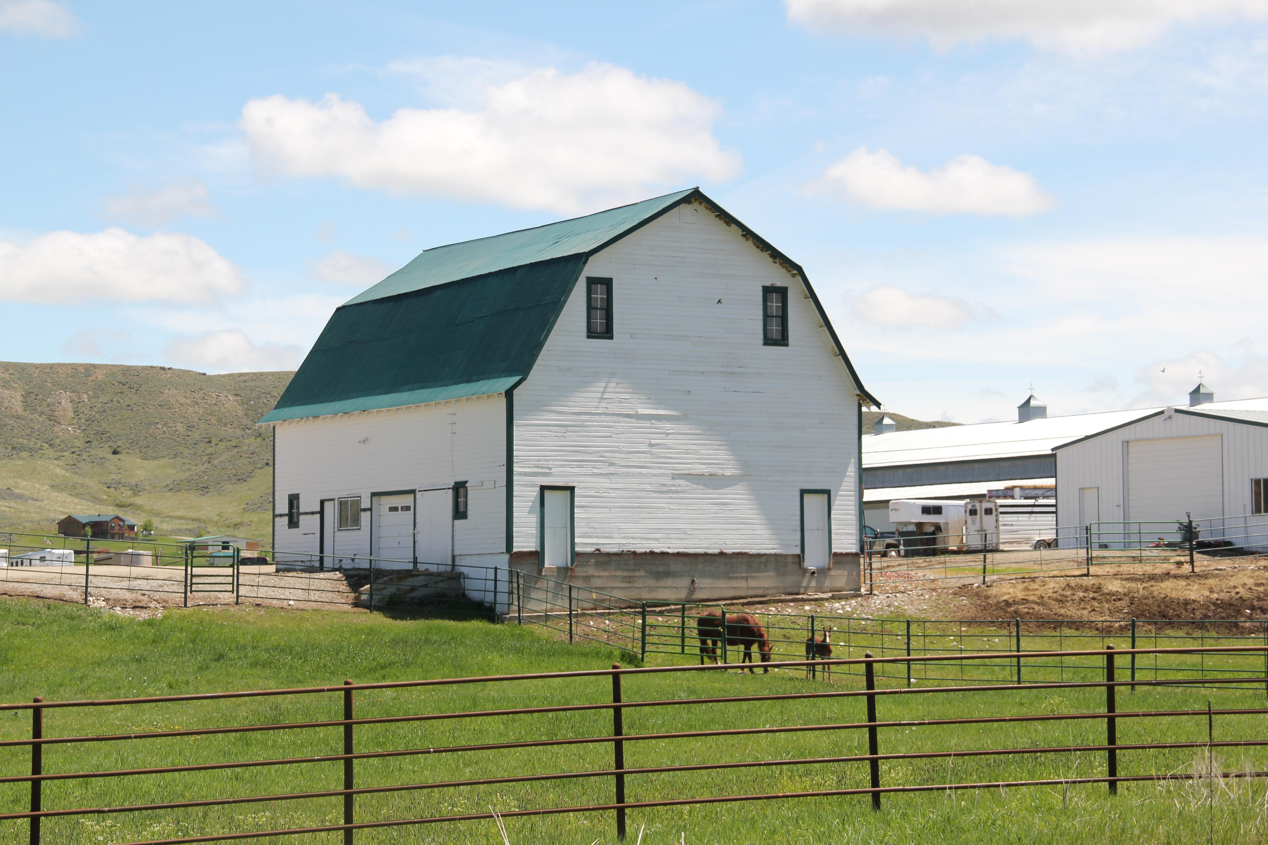 montana historic barns revisiting montana s historic landscape gambrel roof barn near fishtail highway 78