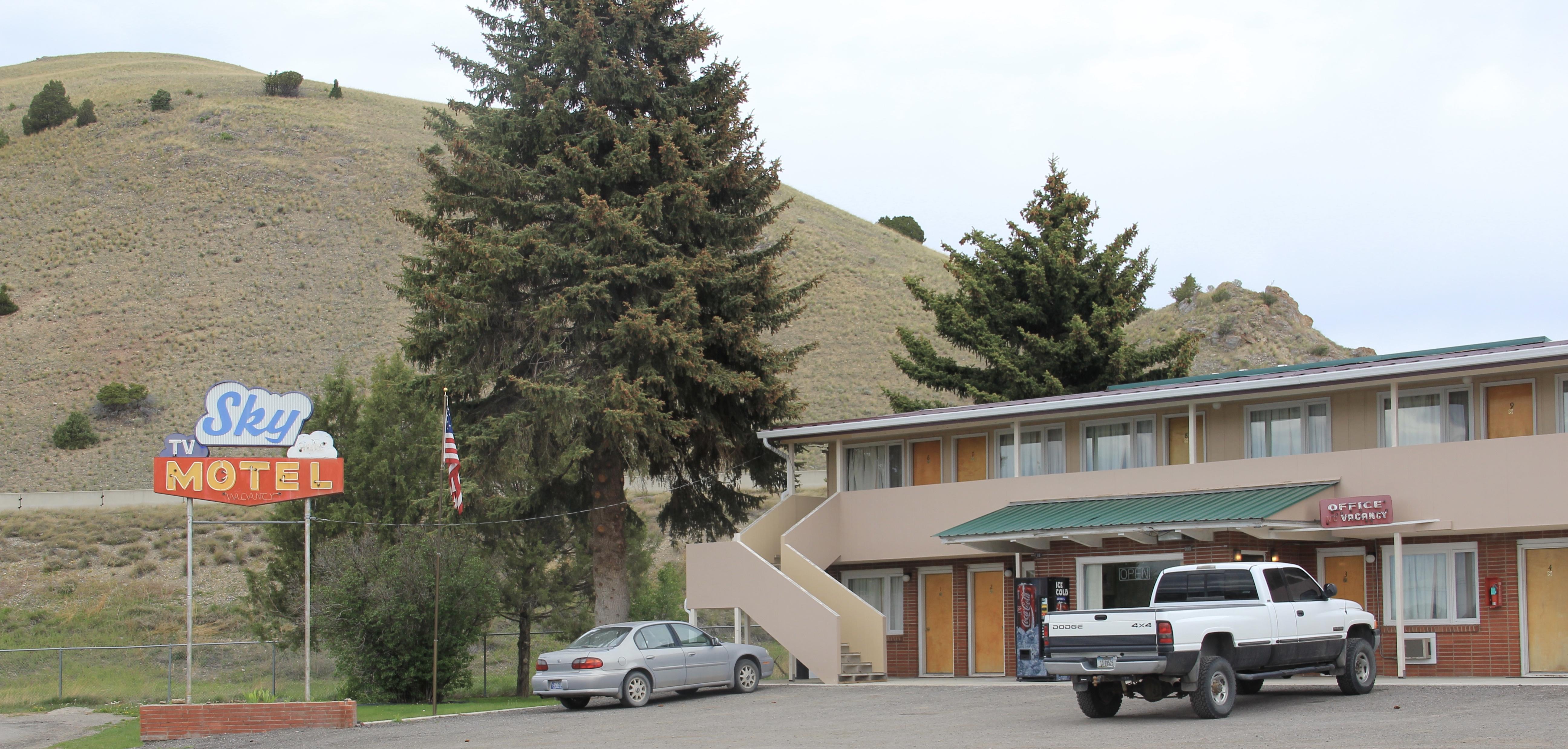 Granite Co, Drummond Sky Motel off Front St roadside