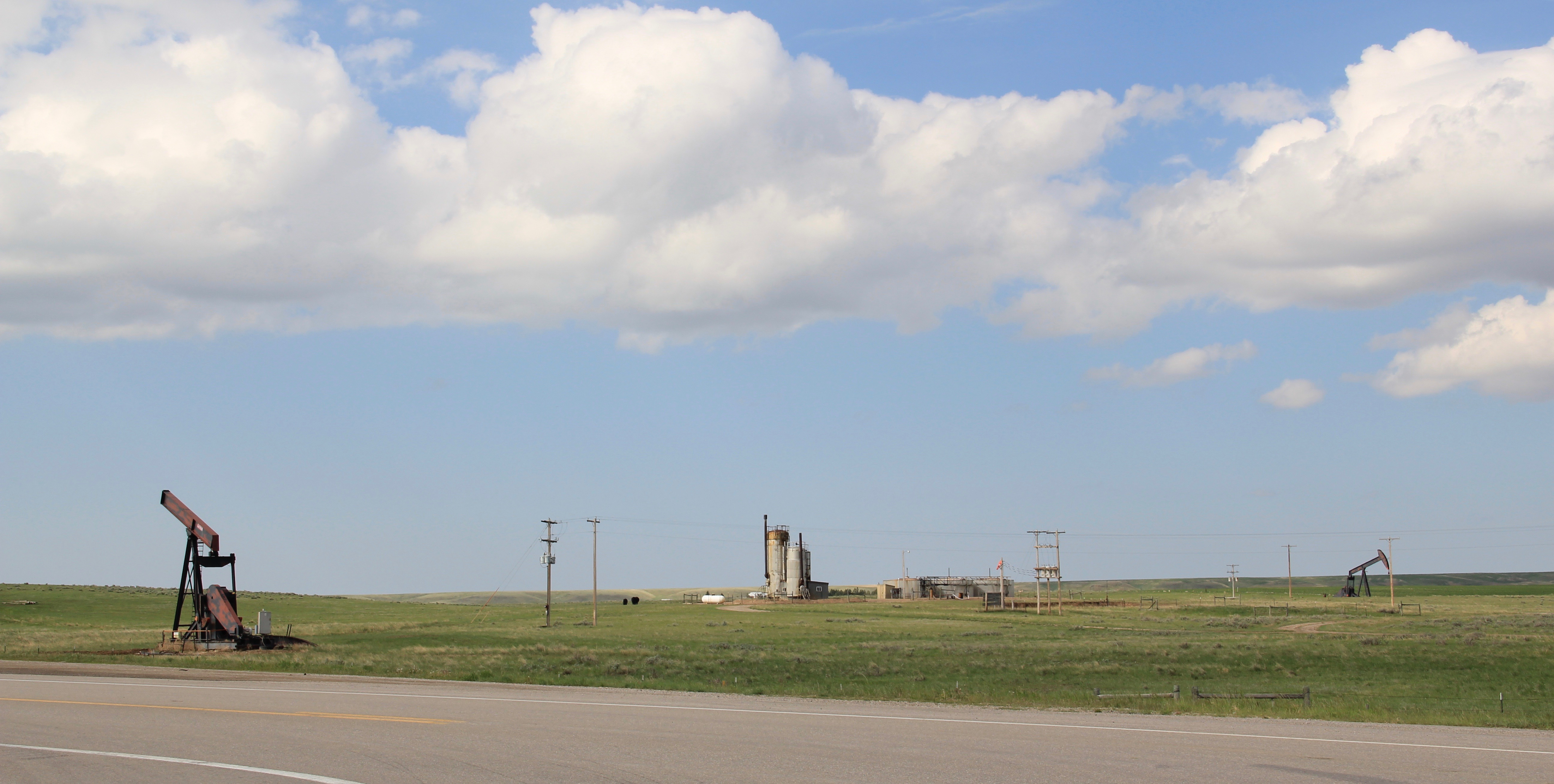 Musselshell Co US 87 oil wells at MT 244