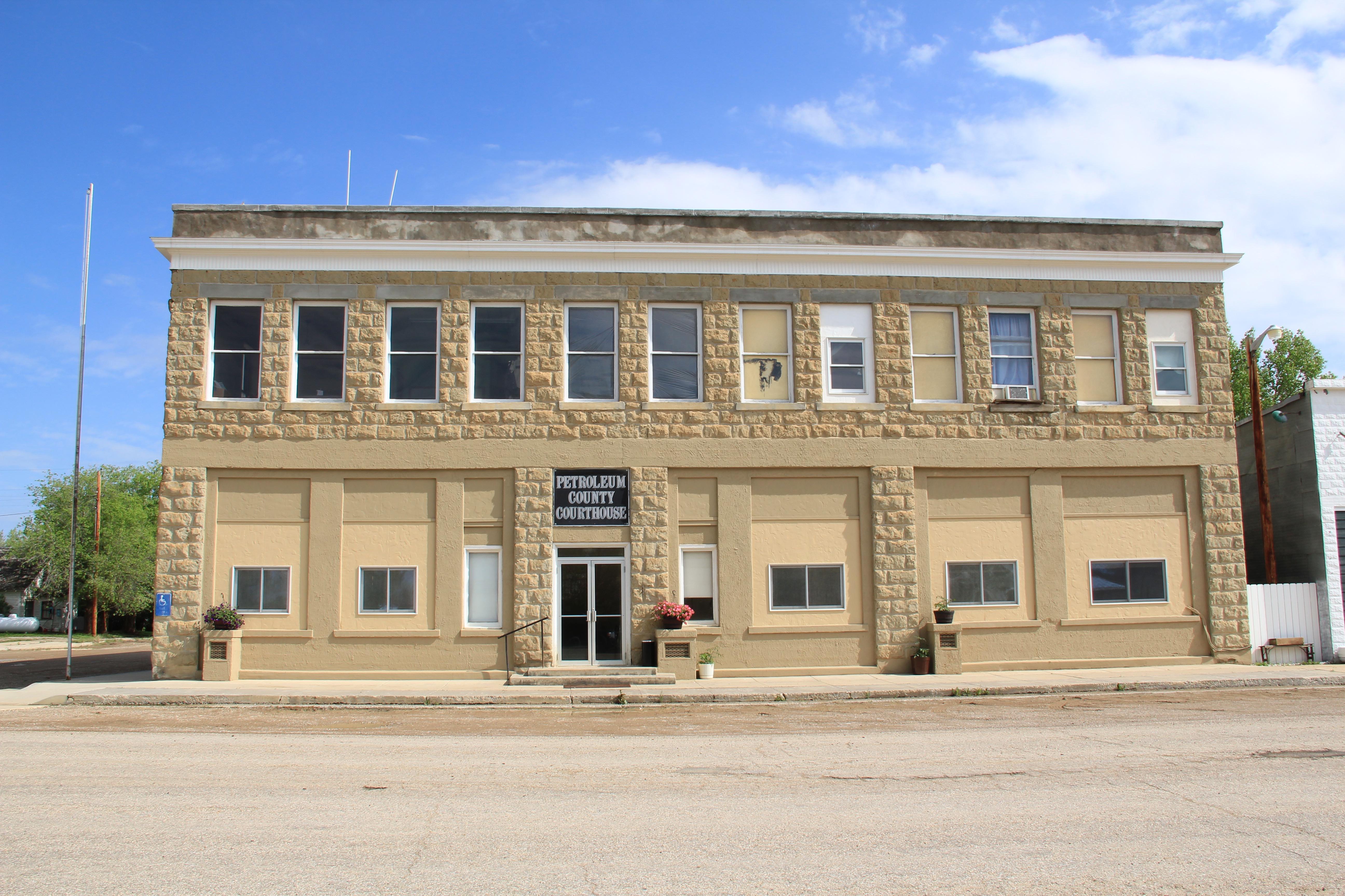 Petroleum Co Winnett courthouse 2