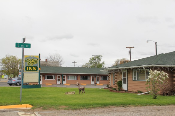 Wheatland Co Harlowton motel US 12 roadside