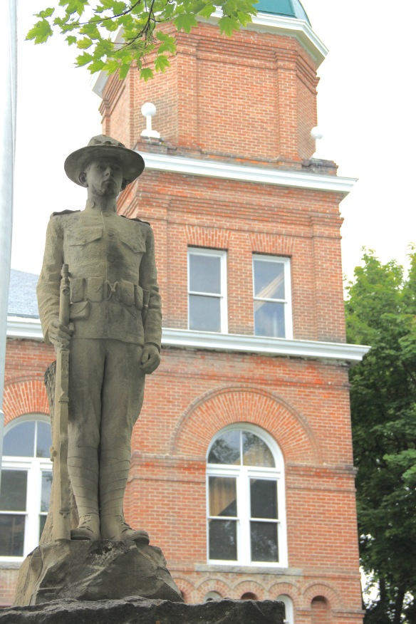 1921 WWI memorial at historic courthouse, Hamilton